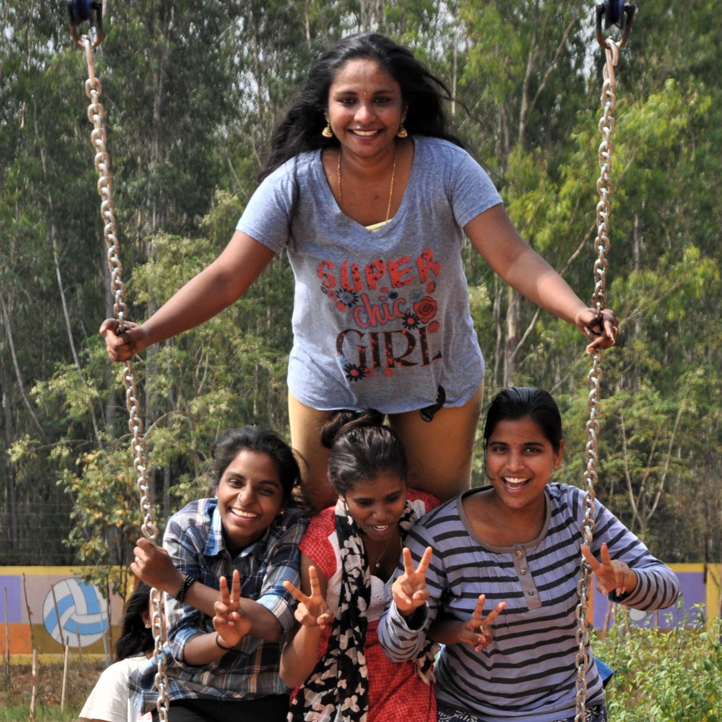 Girls on rope swing_01
